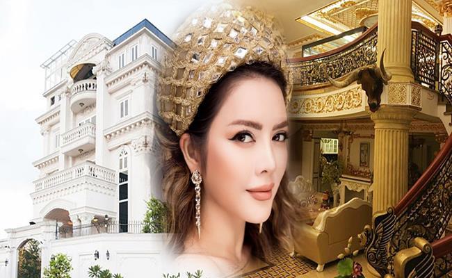 Bên trong biệt thự được trang trí theo tông màu vàng - trắng chủ đạo. Trần và tường bên trong nhà Lý Nhã Kỳ được dát vàng đẹp mắt, nội thất theo phong cách hoàng gia.