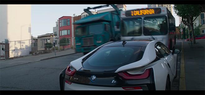 BMW i8 bị xe bus lấn qua nát bẹp trong phim mới của Marvel - 3