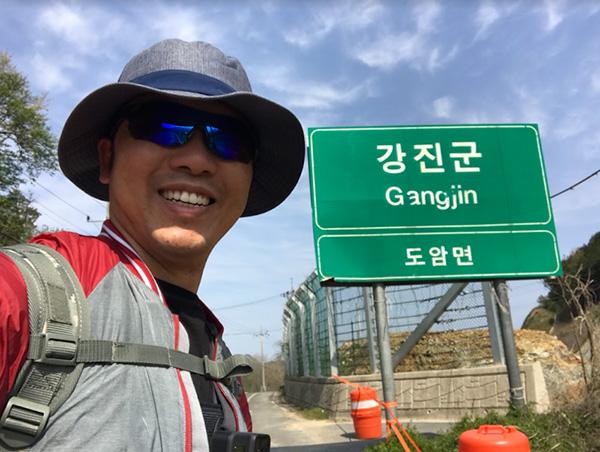 Cảm phục ý chí vượt qua nghịch cảnh trong hành trình đi bộ xuyên Hàn Quốc của chàng trai Việt - 1