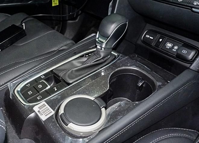 Cận cảnh Hyundai SantaFe bản máy dầu tại đại lý - 12
