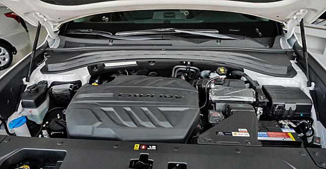 Cận cảnh Hyundai SantaFe bản máy dầu tại đại lý - 5