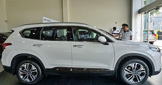 Cận cảnh Hyundai SantaFe bản máy dầu tại đại lý - 4