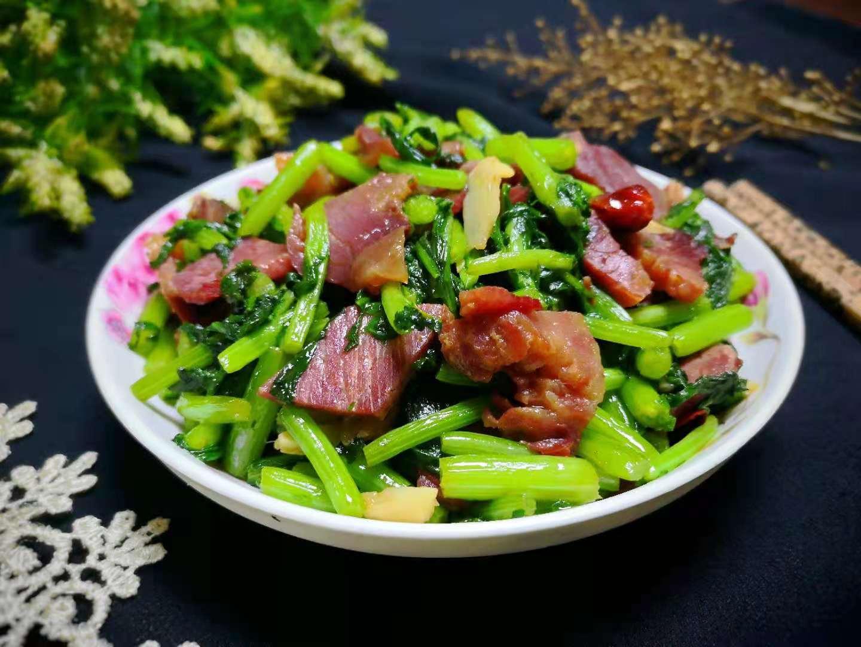 Thịt bò xào với loại rau bình dân này thành món ngon, đại bổ - 1