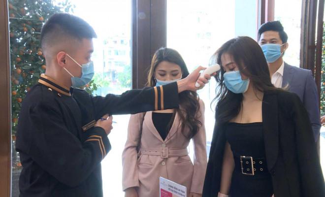 Quảng Ninh tạm dừng hoạt động karaoke, massage, vũ trường - 1