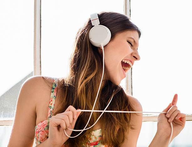 6 thói quen làm hại tai cần bỏ ngay - 1