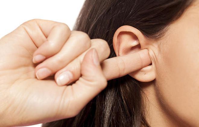 6 thói quen làm hại tai cần bỏ ngay - 2