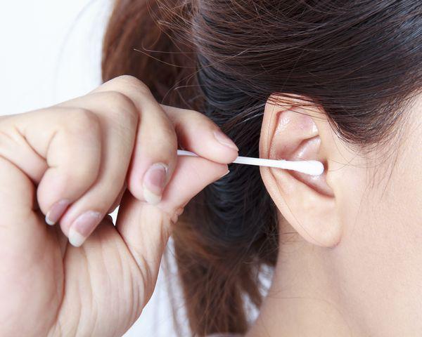 6 thói quen làm hại tai cần bỏ ngay - 3