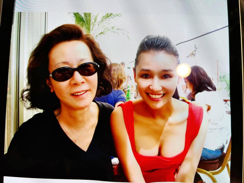 """Nữ diễn viên """"đại gia phía Bắc"""" khoe ảnh chụp cùng sao Hàn vừa đạt Oscar - 1"""