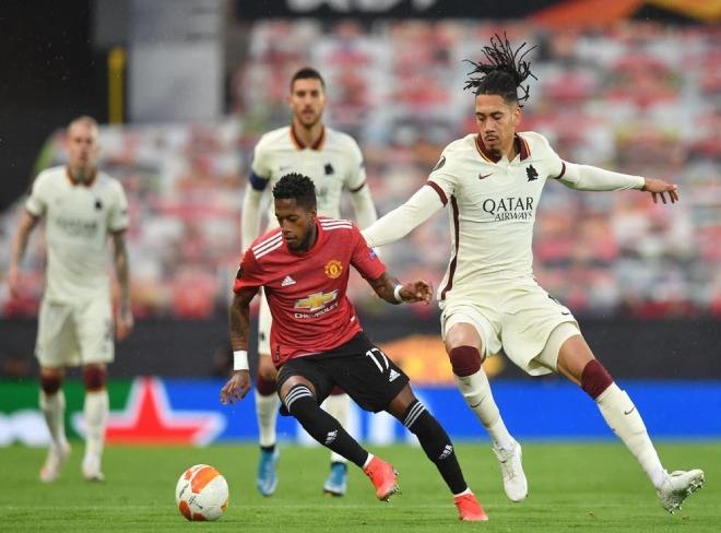 """MU hạ AS Roma 6-2, """"điệp viên"""" Smalling biếu 2 bàn được triệu fan cảm ơn - 1"""