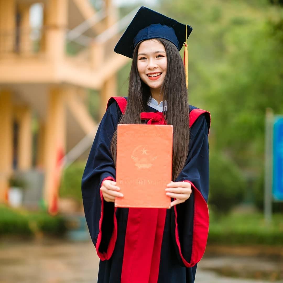 Thí sinh 18 tuổi miền gái đẹp Tuyên Quang gây chú ý khi thi hoa hậu - 1