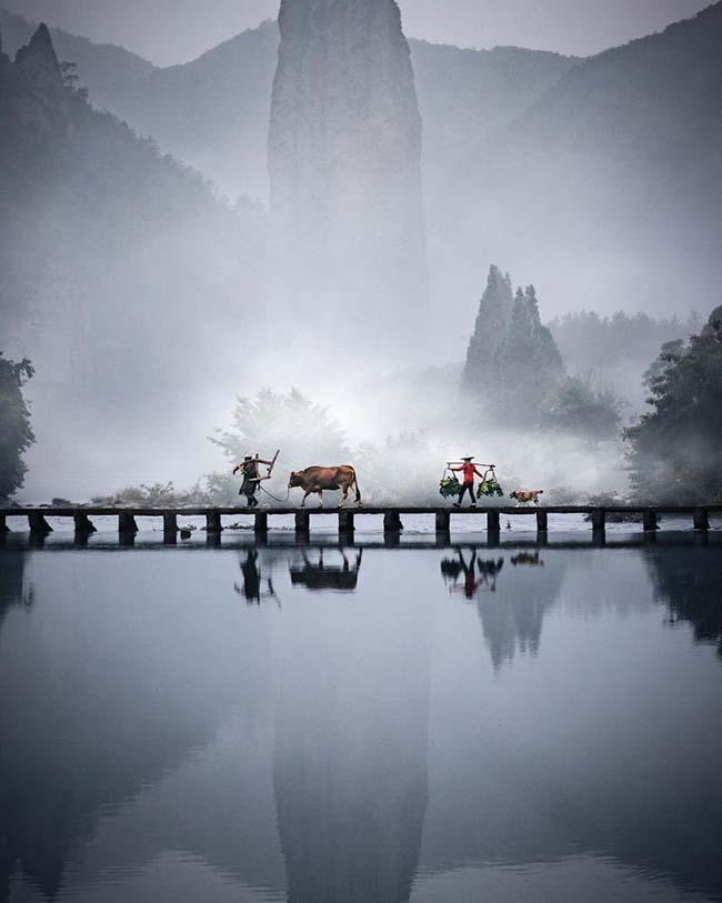 16. Thức dậy ở một vùng quê nào đó tại Trung Quốc.