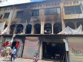 TP.HCM: Cháy lớn tại chung cư, 1 người nhảy lầu, 6 người bị thương - 1