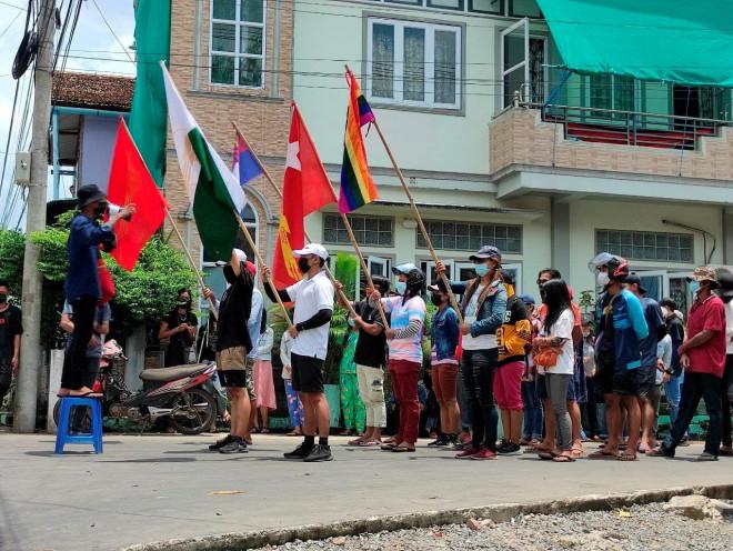 Quân đội Myanmar và nhóm vũ trang giao tranh dữ dội gần biên giới - 1