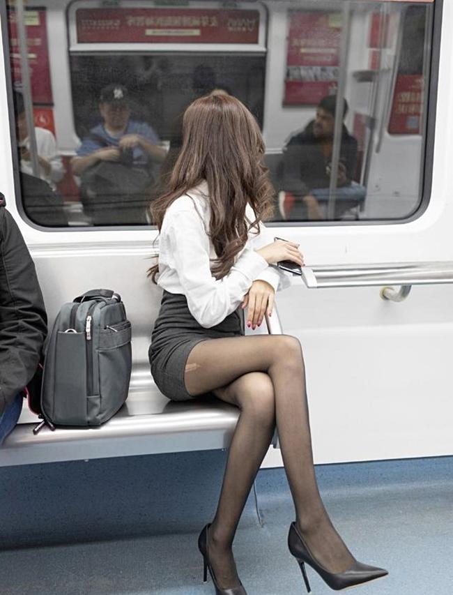 Người ta vẫn đổ lỗi cho các cô gái, nguyên là vì họ cố tình mặc gợi cảm. Liệu điều này có hoàn toàn chính xác?