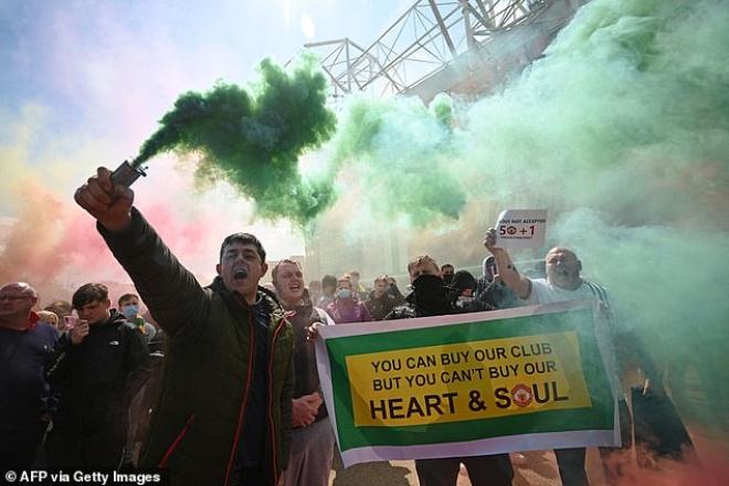 """Tin mới nhất trận MU - Liverpool: HOÃN vô thời hạn vì fan """"làm loạn"""" ở Old Trafford - 16"""