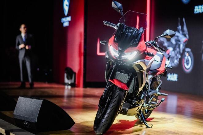 """Xuất hiện môtô Trung Quốc mang """"tim lạ"""", đấu lại Suzuki V-Strom 650 - 1"""