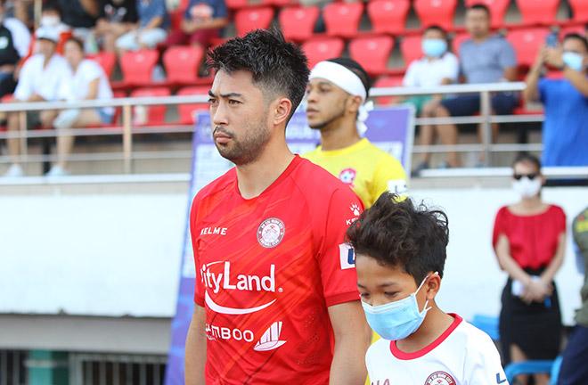 Lee Nguyễn hút fan nữ, bị đánh nguội vẫn cứu CLB TP.HCM khỏi đáy V-League - 1