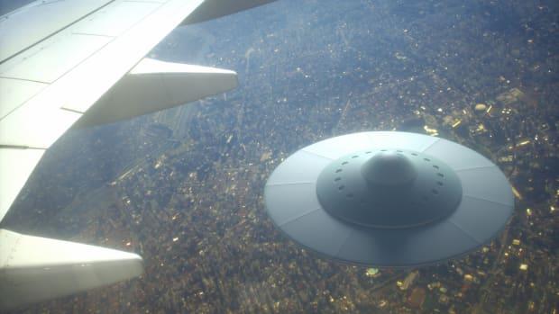 Cựu nghị sĩ Mỹ: Tập đoàn vũ khí Mỹ bí mật giấu xác UFO - 1