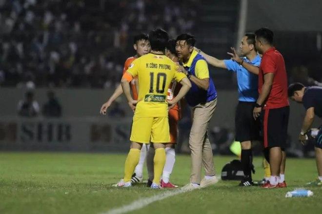 HLV Lê Huỳnh Đức từ chức, lỡ hẹn đối đầu Kiatisak ở Cúp Quốc gia - 1