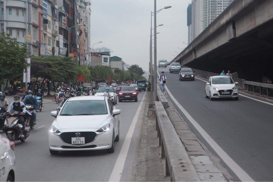 Người dân đổ về Hà Nội sau kỳ nghỉ lễ, đường phố Hà Nội khá thông thoáng - 1