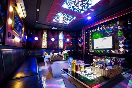 Từ 12 giờ trưa nay, Thừa Thiên Huế tạm dừng dịch vụ karaoke, quán bar - 1