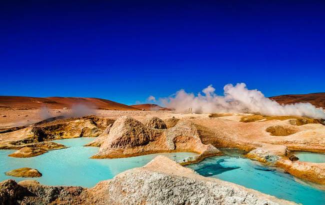 1. Sol de Mañana (Bolivia) là một khu vực địa nhiệt nằm ở độ cao 4.800 mét so với mực nước biển. Nơi này là một phần của quần thể núi lửa Altiplano-Puna với nhiều hồ bùn và hồ hơi.