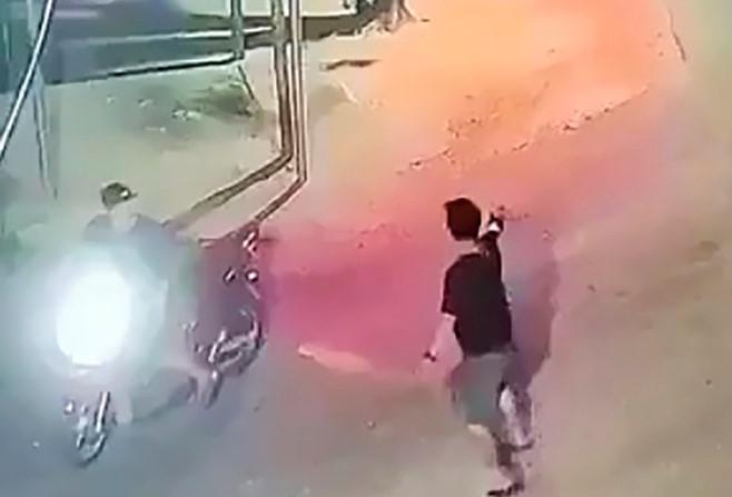 Truy tìm nhóm côn đồ nổ súng truy sát nhau lúc đêm khuya - 1