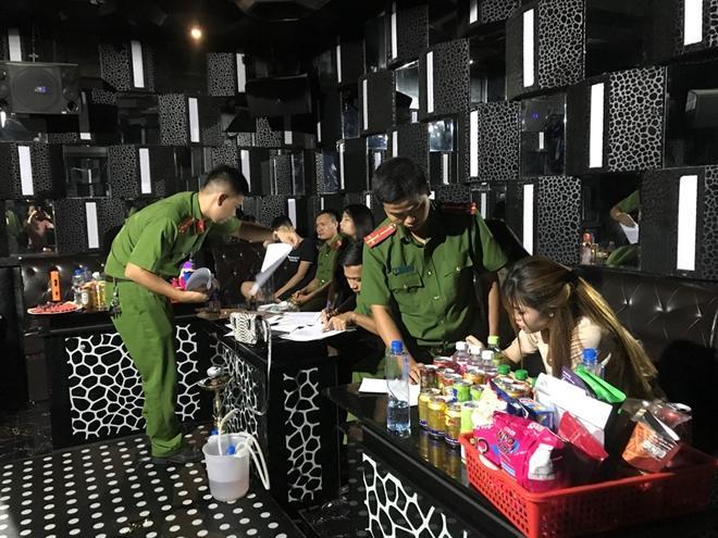Có ca lây nhiễm COVID-19 trong cộng đồng, Đà Nẵng tạm dừng hàng loạt hoạt động - 1