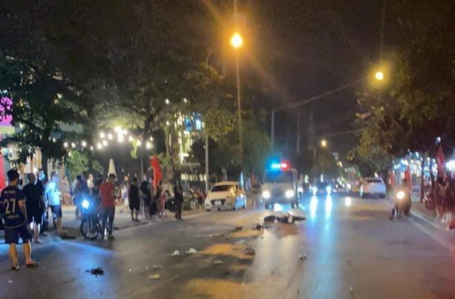 """""""Xe điên"""" tông liên tiếp nhiều xe máy, ôtô khiến 1 người tử vong, 3 người bị thương - 1"""