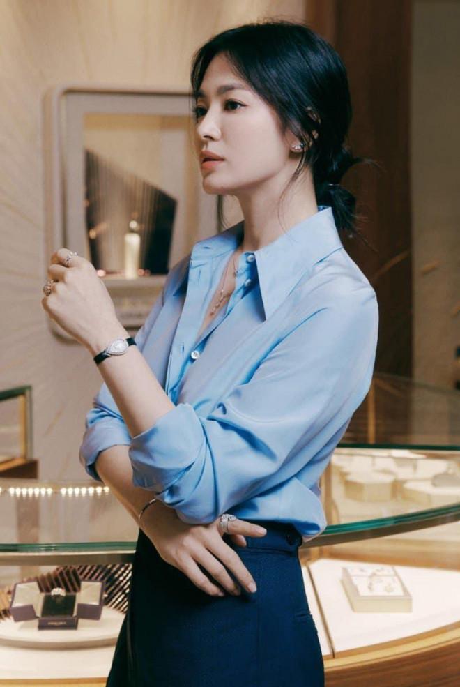 Ngược đời như Song Hye Kyo: Càng trang điểm nhẹ nhàng càng xinh đẹp hút hồn - 1