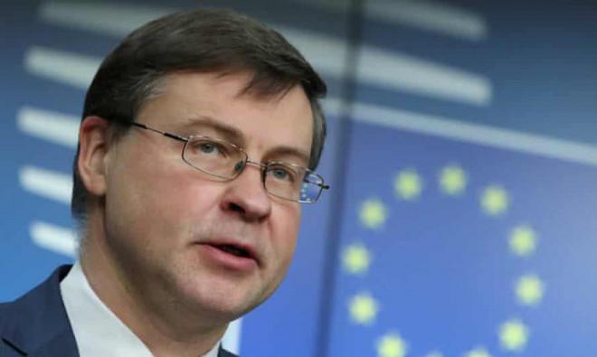 """EU hoãn phê chuẩn thỏa thuận đầu tư """"khủng"""" với Trung Quốc - 1"""
