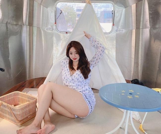 """Người đẹp Hàn Quốc có biệt danh moon.fit này nổi tiếng trên mạng xã hội nhờ vẻ đẹp ngoại hình """"khác thường""""."""