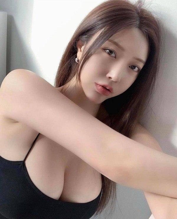 Người mẫu Choi Somi khoe dáng vóc đẹp ít ai bì - 1