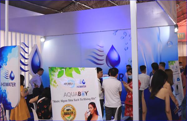 Người dân Sài Gòn bất ngờ khi trải nghiệm máy tạo nước từ không khí Aquaboy - 1