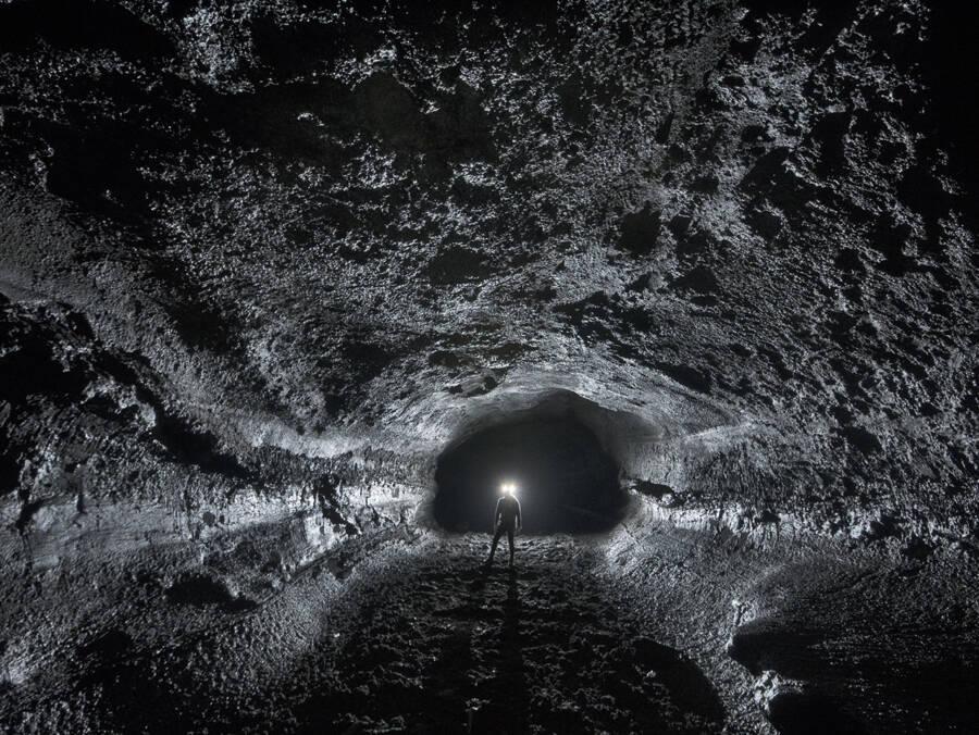 Bí ẩn bên trong hang động hiến tế của người Viking để ngăn chặn ngày tận thế - 1