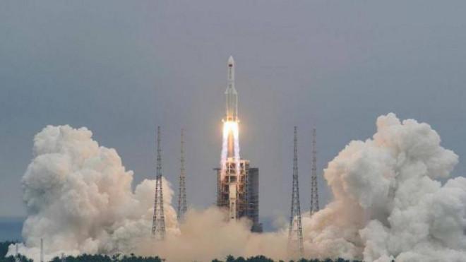 Hai ngày nữa tàn dư khổng lồ từ tên lửa Trung Quốc sẽ rơi xuống Trái Đất - 1