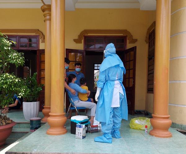 Cách ly 2 kỹ sư xây dựng ở Quảng Bình là F1 của nữ nhân viên massage mắc Covid-19 - 1