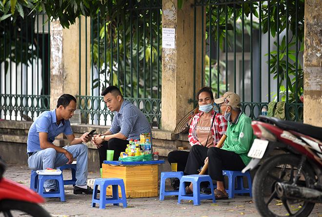 Dịch COVID-19: Bắc Ninh, Quảng Ninh tạm dừng nhiều hoạt động từ trưa nay (6/5) - 1