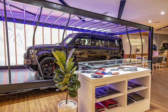Jaguar Land Rover ra mắt showroom tiêu chuẩn đầu tiên tại Hà Nội - 7