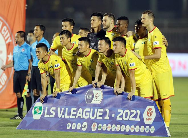 """Chính thức hoãn vòng 13 V-League vì """"sự cố"""" của cầu thủ SLNA - 1"""