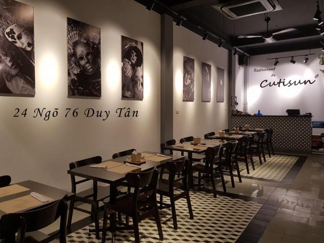 Nhà hàng, quán ăn chịu cảnh đìu hiu do ảnh hưởng của dịch COVID-19 - 1