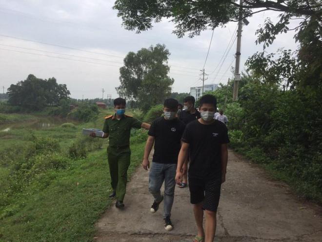 Dân gọi điện báo, công an truy đuổi bắt gọn 4 người Trung Quốc nhập cảnh trái phép - 1