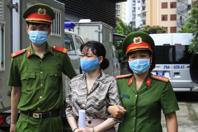 """Nữ giám đốc Tài chính Nhật Cường nhắn nhủ chồng """"ra tù sẽ là người vợ tốt hơn"""" - 1"""