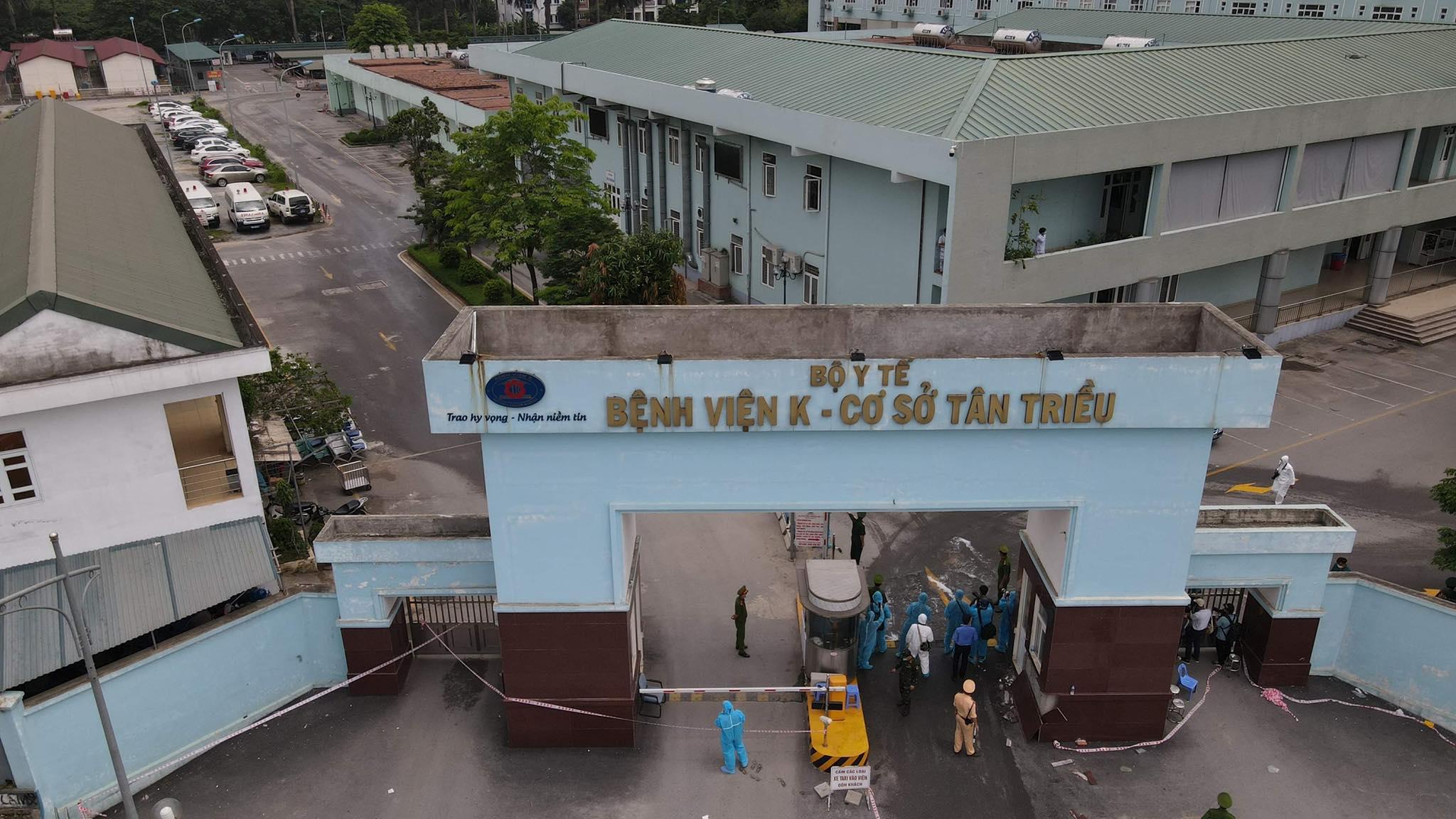 Bệnh viện Nhiệt đới Trung ương không còn chỗ tiếp nhận bệnh nhân mắc COVID-19 - 1