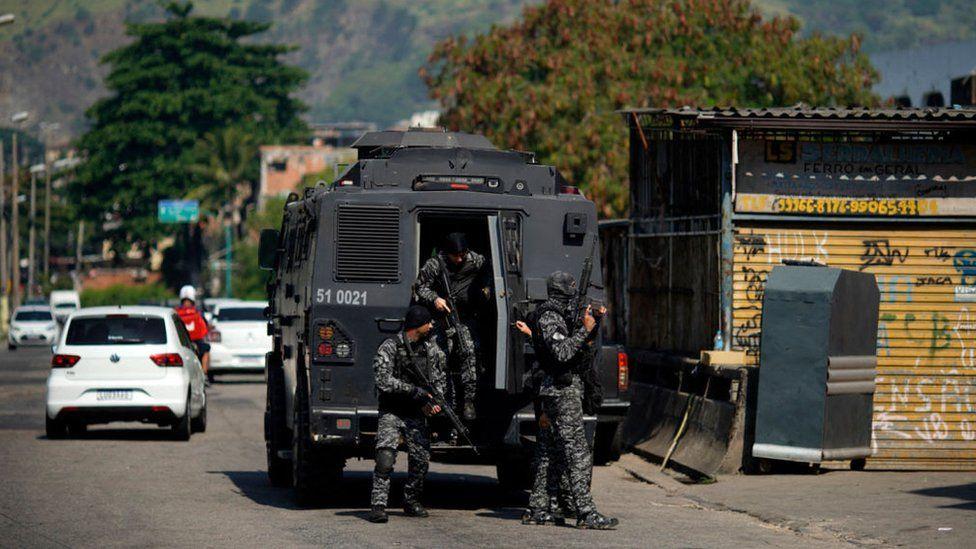 Brazil: Băng đảng đấu súng dữ dội với 200 cảnh sát mang vũ khí hạng nặng, 25 người chết - 1