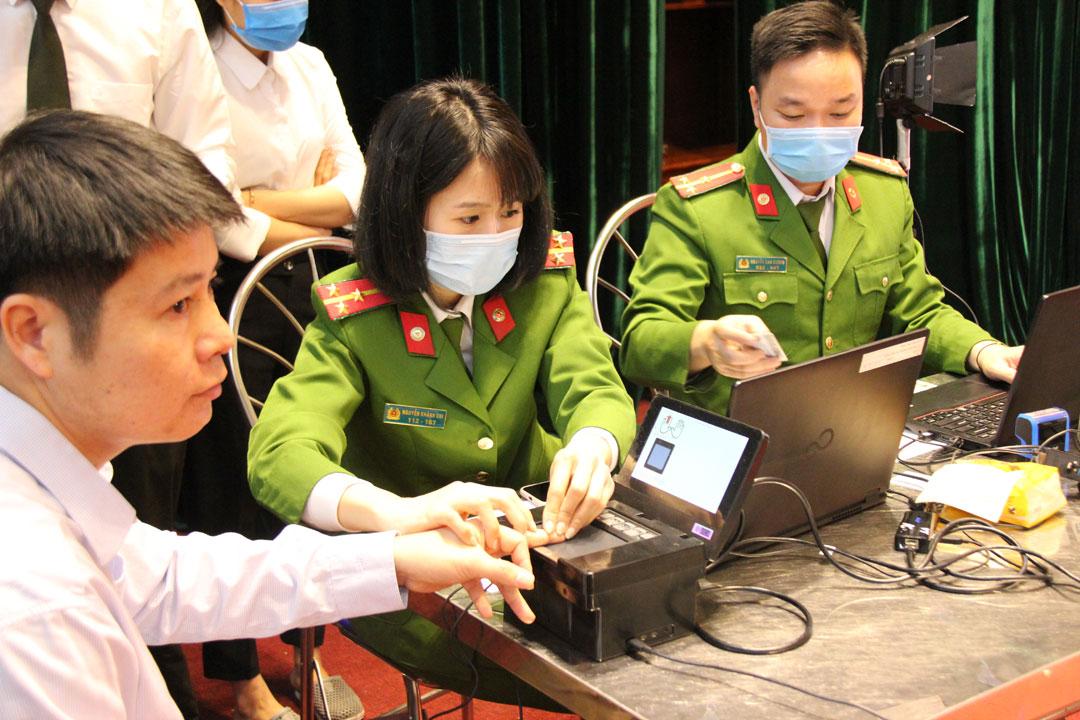 Hà Nội: Tạm dừng cấp căn cước công dân ở hai huyện - 1