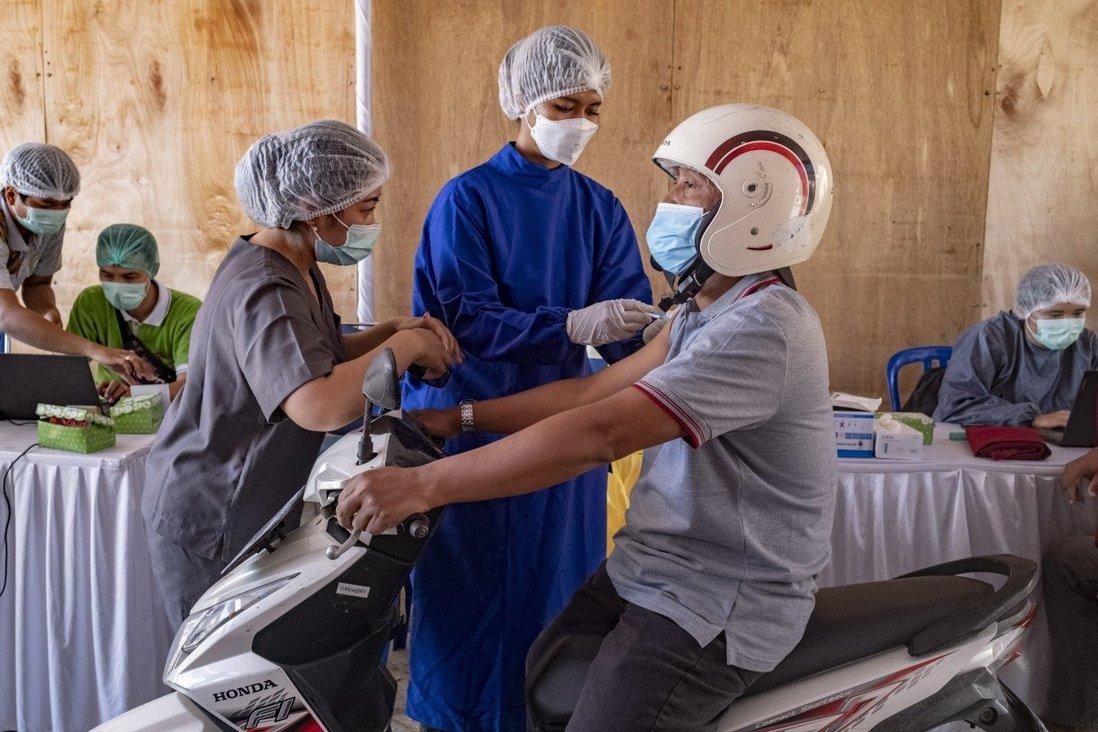 Hai quốc gia Đông Nam Á đối mặt nguy cơ bùng nổ ca nhiễm Covid-19 - 1