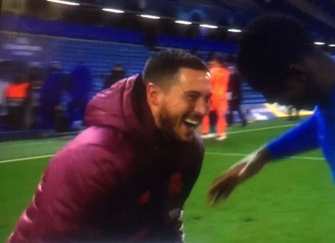 """Hazard lại hứng """"gạch đá"""" vụ """"ăn mừng"""" Chelsea vào chung kết Cúp C1 - 1"""