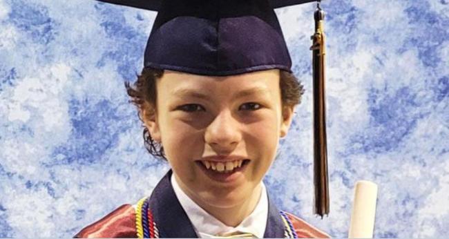 Tốt nghiệp trung học và cao đẳng trong vòng 1 tuần, cậu bé 12 tuổi được ví như thần đồng - 1