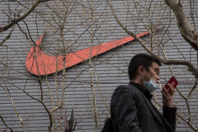 """Adidas, Nike """"vỡ trận"""" tại Trung Quốc, nhãn hàng nội địa """"ngư ông đắc lợi"""" - 1"""